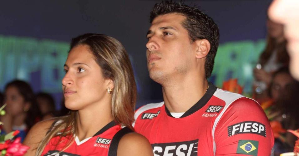 Dani Lins e Sidão, namorados e jogadores do Sesi, acompanham o lançamento da Superliga 2012/2013 de vôlei (21/11/2012)
