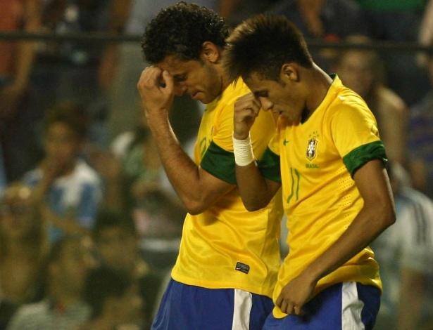 Fred comemora com Neymar seu gol marcado no Superclássico das Américas contra a Argentina