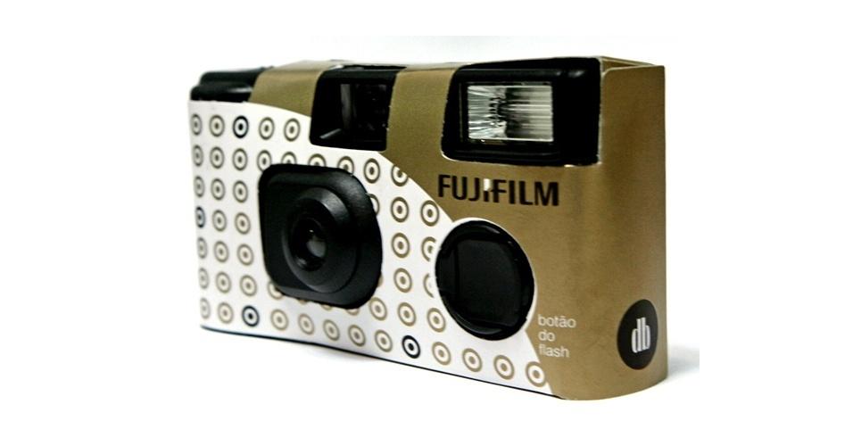 Câmera fotográfica descartável com capa personalizada; na Dom Bosco Festas (www.domboscofestas.com.br), por R$ 37,40 (unidade). Disponibilidade e preço sujeitos a alterações. Pesquisa realizada em novembro de 2012
