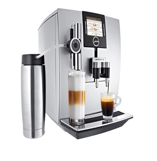 Importada pela M.Cassab (www.mcassab.jura.com), a cafeteira Impressa J9 One Touch TFT, da marca Jura, prepara diferentes tipos de café em um sistema automático, com uso de grãos ou pó. A peça sai por R$ 6.999 I Preços pesquisados em novembro de 2012 e sujeitos a alterações