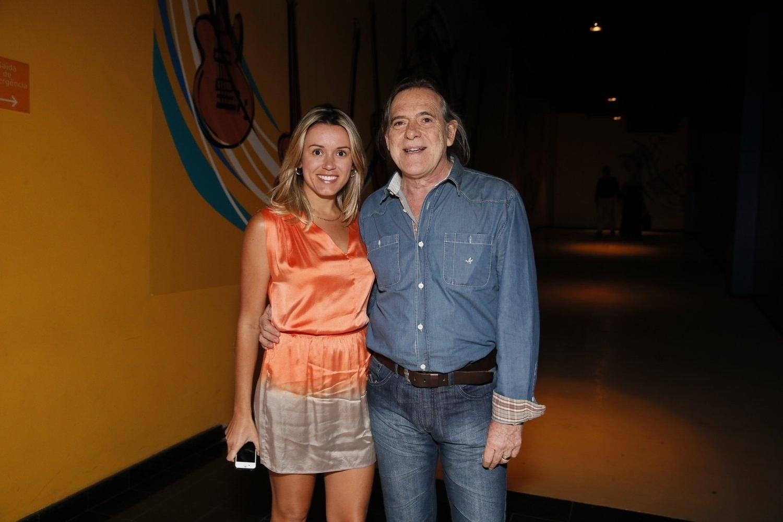 O ator José de Abreu e a mulher, Camila Paola Mosquella, participam de especial de fim de ano da Globo (21/11/12). A última participação do ator na emissora foi em