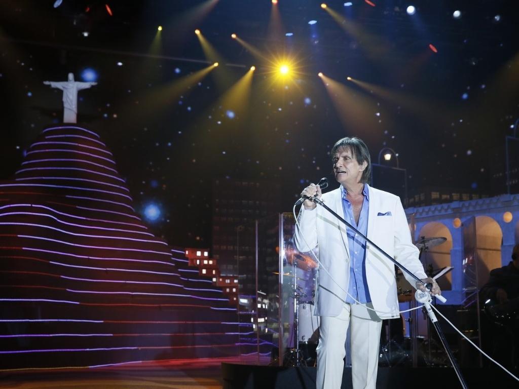Roberto Carlos canta para famosos globais durante especial de fim de ano da emissora no Rio de Janeiro (21/11/12)