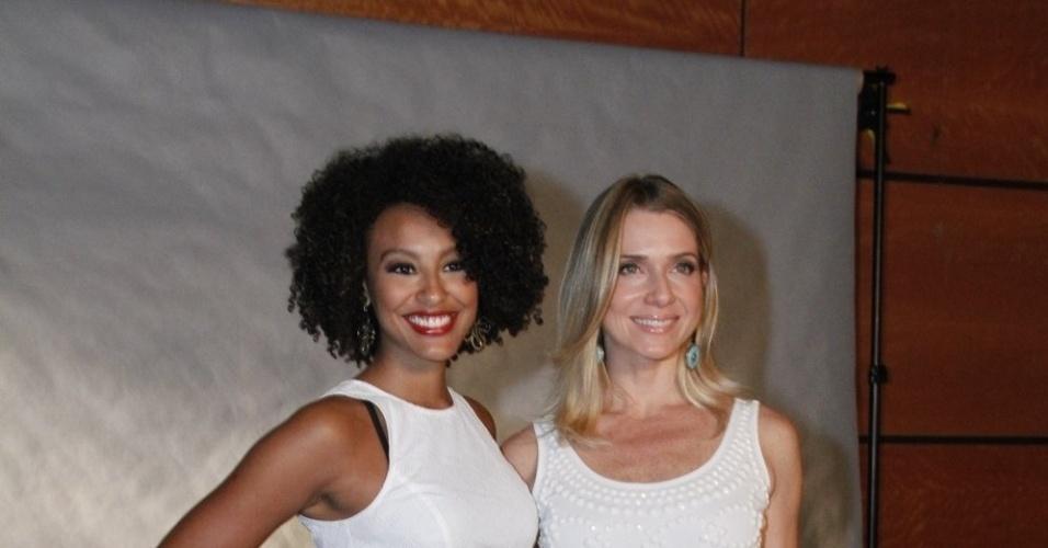 Sheron Menezzes e Letícia Spiller posam juntas em bastidores de especial da Globo, no Rio de Janeiro (21/11/12)