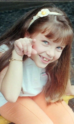 """Todo mundo achava a Sandrinha, de """"Por Amor"""", uma graça! A personagem era interpretada por Cecília Dassi. Já adolescente, a atriz fez a novela """"Viver a Vida"""", como a personagem Clarisse"""