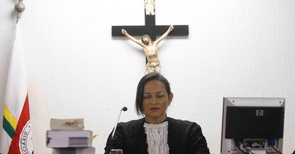 22.nov.2012 - A juíza Marixa Fabiane julga o caso do goleiro Bruno no fórum Pedro Aleixo, em Contagem (MG)