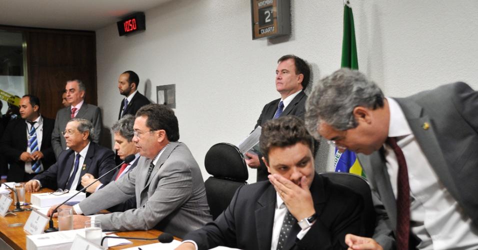 22.nov.2012 - O relator da CPI do Cachoeira, deputado Odair Cunha (PT-MG), durante sessão desta quinta-feira. Ele pediu novamente o adiamento da leitura de seu relatório na comissão