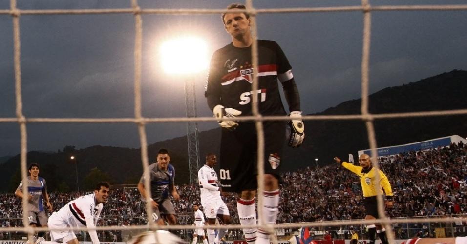 22.nov.2012-Rogério Ceni lamenta gol de empate do Universidad Católica na semifinal da Cop Sul-Americana