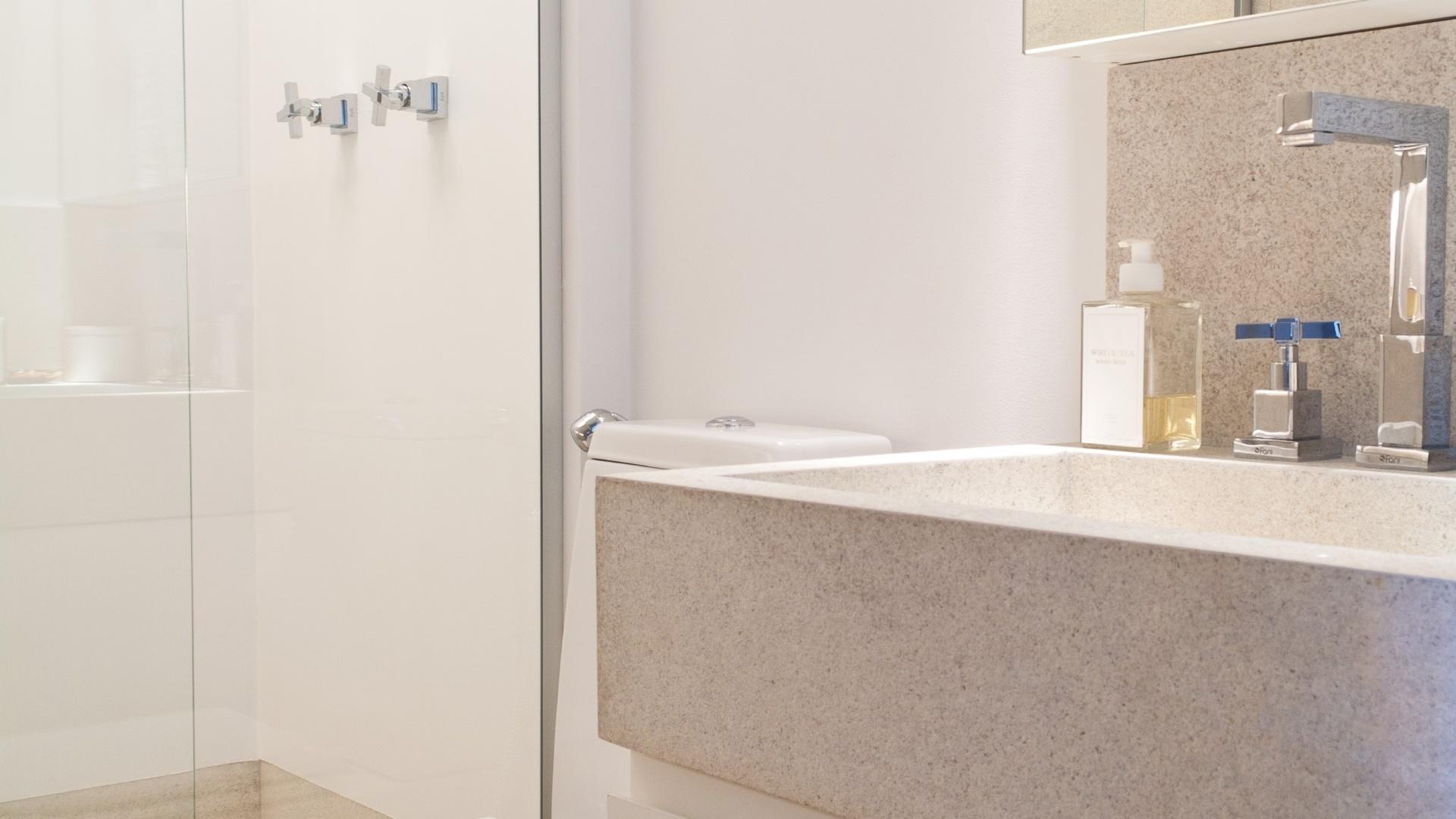 Banheiro Com 22 M Assinado Pela Designer De Interiores Giseli Pictures  #485C84 1920 1080