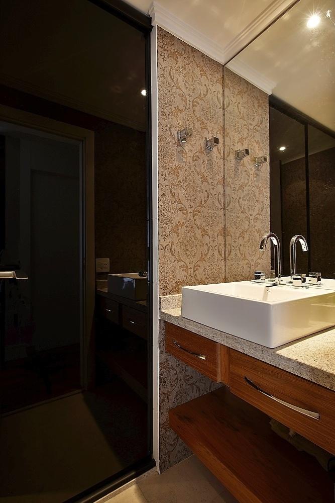 Confira dicas de decoração para banheiros pequenos  BOL Fotos  BOL Fotos -> Banheiro Pequeno Branco E Marrom