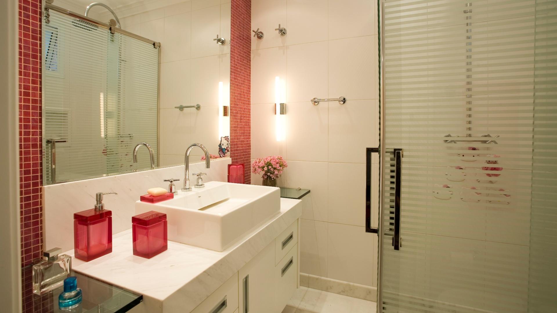 de necessidades do banheiro com 4 m² incluia uma bancada ampla que #1C6C6E 1920x1080 Bancada Banheiro De Vidro