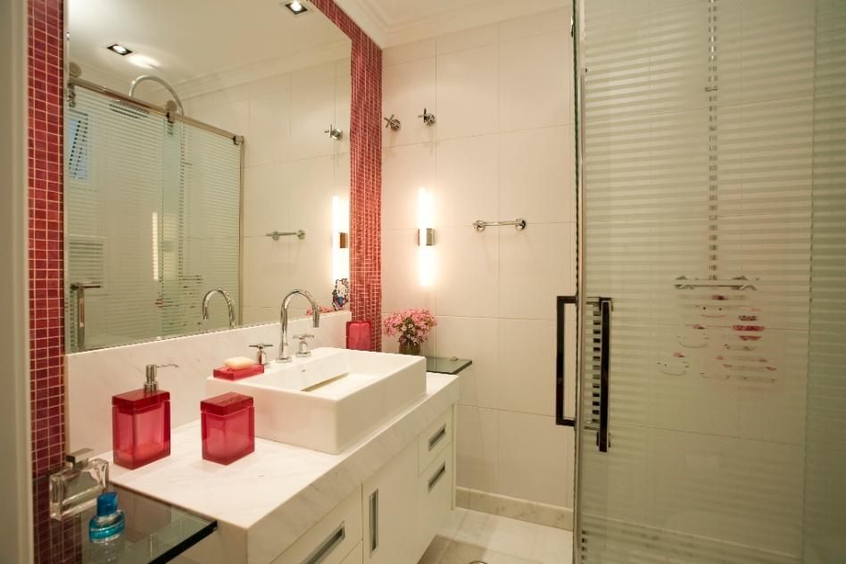 Aplique truques e dicas de decoração para ampliar as dimensões do seu banheir -> Banheiro Pequeno Marmore