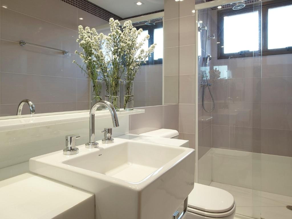 banheiro (3 5 m²) idealizado pela arquiteta Giselle Macedo e pela  #81784A 1024x768 Banheiro Casal Dois Vasos