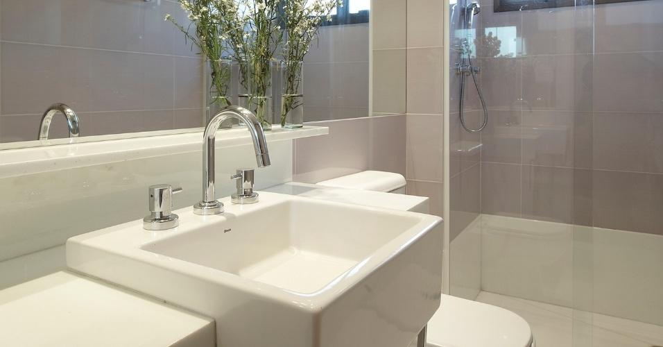 Banheiros pequenos dicas de decoração para quem tem pouco espaço  BOL Fotos -> Decoracao De Banheiro Pequeno Feminino