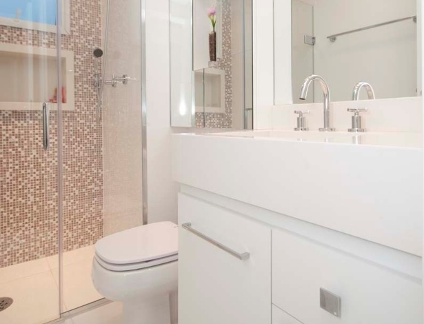 Banheiros pequenos dicas de decoração para quem tem pouco espaço  BOL Fotos -> Banheiro Pequeno Suite