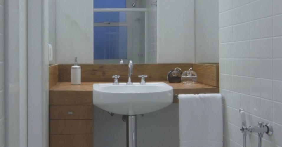 piso porcelanato imitando madeira de demolição  Pesquisa Google  ideias par -> Banheiro Pequeno Com Ceramica De Madeira