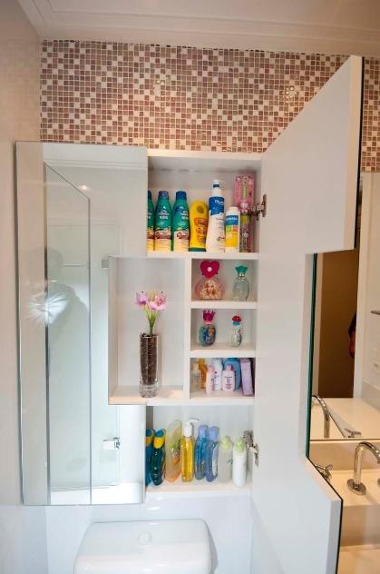 Aplique truques e dicas de decoração para ampliar as dimensões do seu banheir -> Armario Banheiro Vaso Sanitario