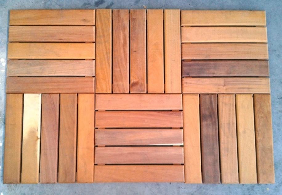 Esse deck modular removível é fabricado com madeira garapeira lixada e pode receber verniz ou pintura. As placas medem 30 cm x 30 cm e podem ser instaladas sem mão de obra especializada. Cada unidade custa R$ 45, na Shopnet Piscinas (www.shopnetpiscinas.com.br)