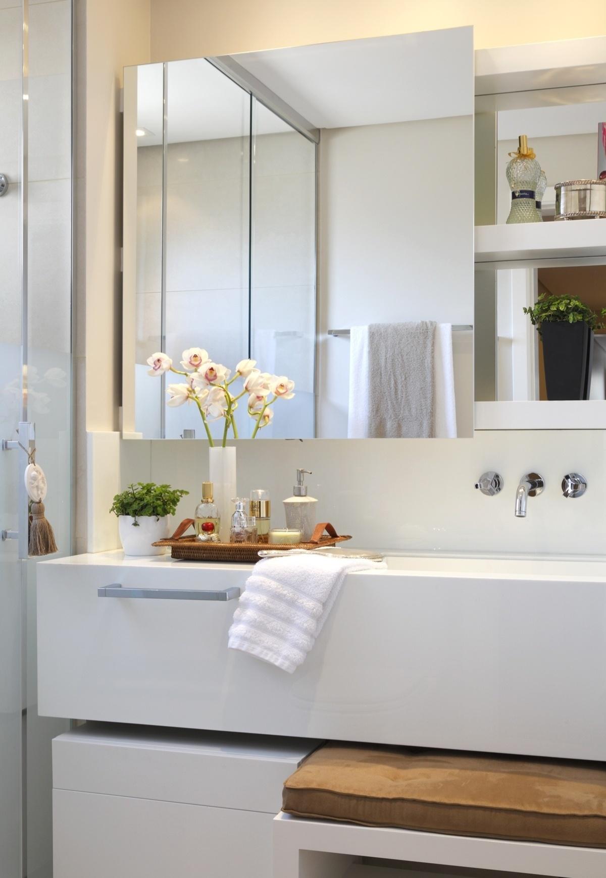 Banheiros pequenos: dicas de decoração para quem tem pouco espaço  #90663B 1200 1740