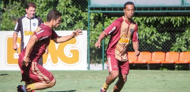 Ronaldinho treina na Cidade do Galo, mas teve entrevista vetada pelo Atlético-MG