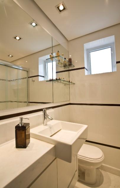 Simples, econômico e bonito o banheiro de 3 m² foi personalizado -> Armarinho Banheiro Simples