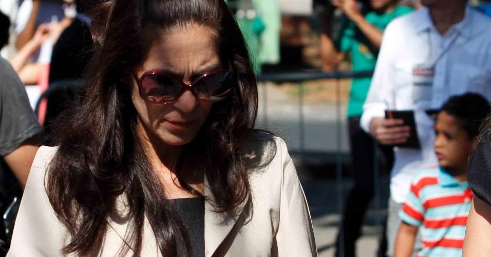 23.nov.2012 - Sonia Samudio, mãe de Eliza Samudio, chega ao fórum Pedro Aleixo, em Contagem (MG), onde acontece o julgamento do goleiro Bruno pelo desaparecimento e morte da ex-modelo, que chega ao 5º dia