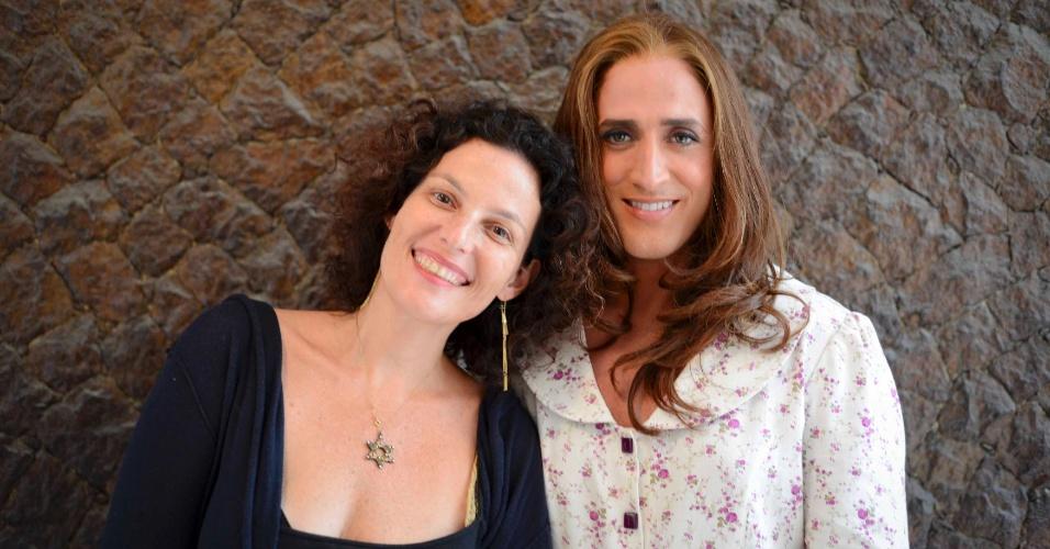 A produtora Iafa Britz, da Migdal Filmes, posa ao lado do ator Paulo Gustavo nos bastidores de filmagem de