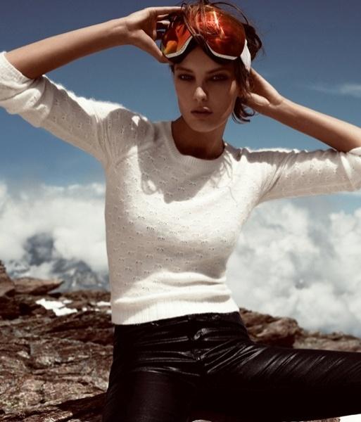 Novembro: A modelo Daria Werborwy posa em montanhas nevadas para a campanha de Inverno 2012 da rede fast-fashion H&M