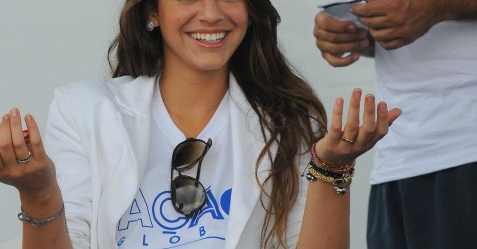 Bruna Marquezine participa do evento Ação Global, no Complexo do Alemão, no Rio de Janeiro (25/11/12)