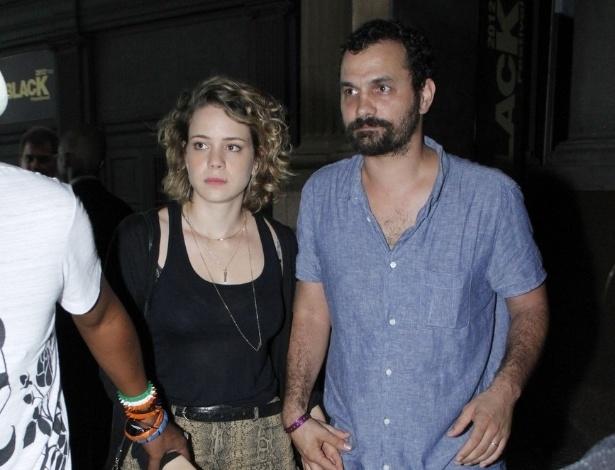 Leandra Leal vai ao festival Back2Black com o namorado Alê Youssef  (24/11/12)