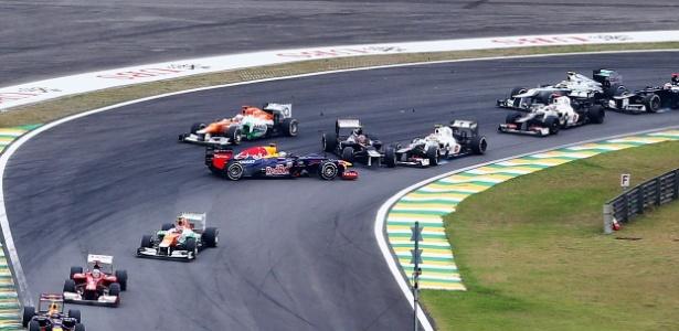 Vettel chegou a rodar na primeira volta, mas chegou em sexto e assegurou o título