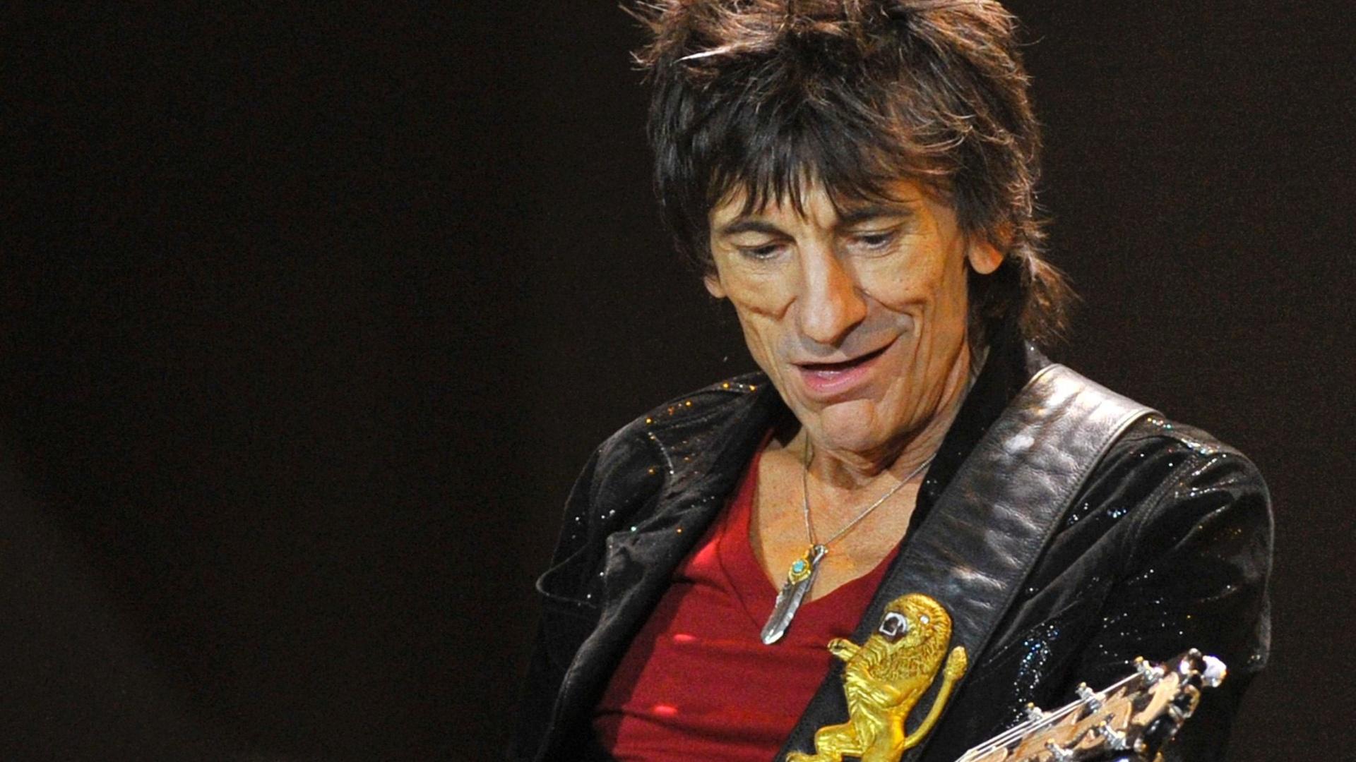Ronnie Wood se apresenta no primeiro show dos Stones depois de um hiato de 5 anos (25/11/12)