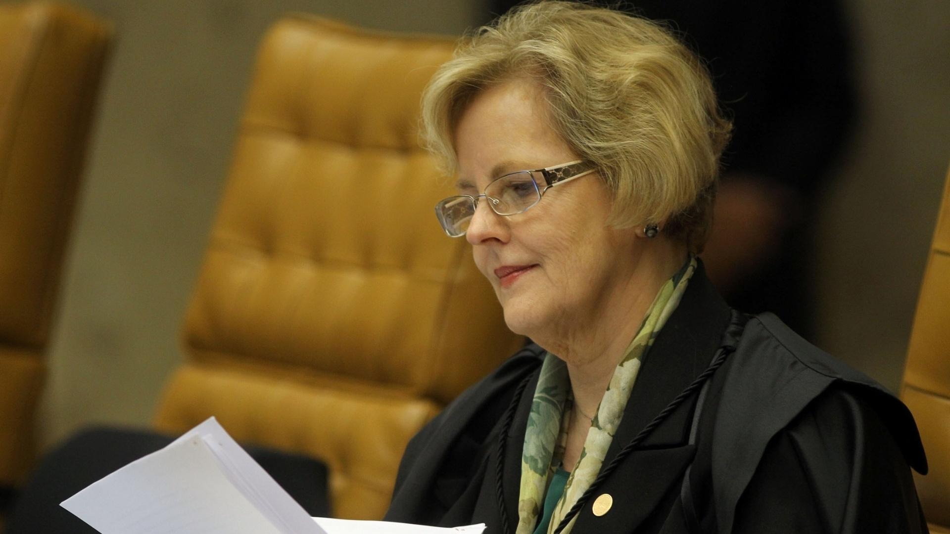 26.nov.2012 - A ministra do STF Rosa Weber participa de sesso do julgamento do mensalo, em Braslia