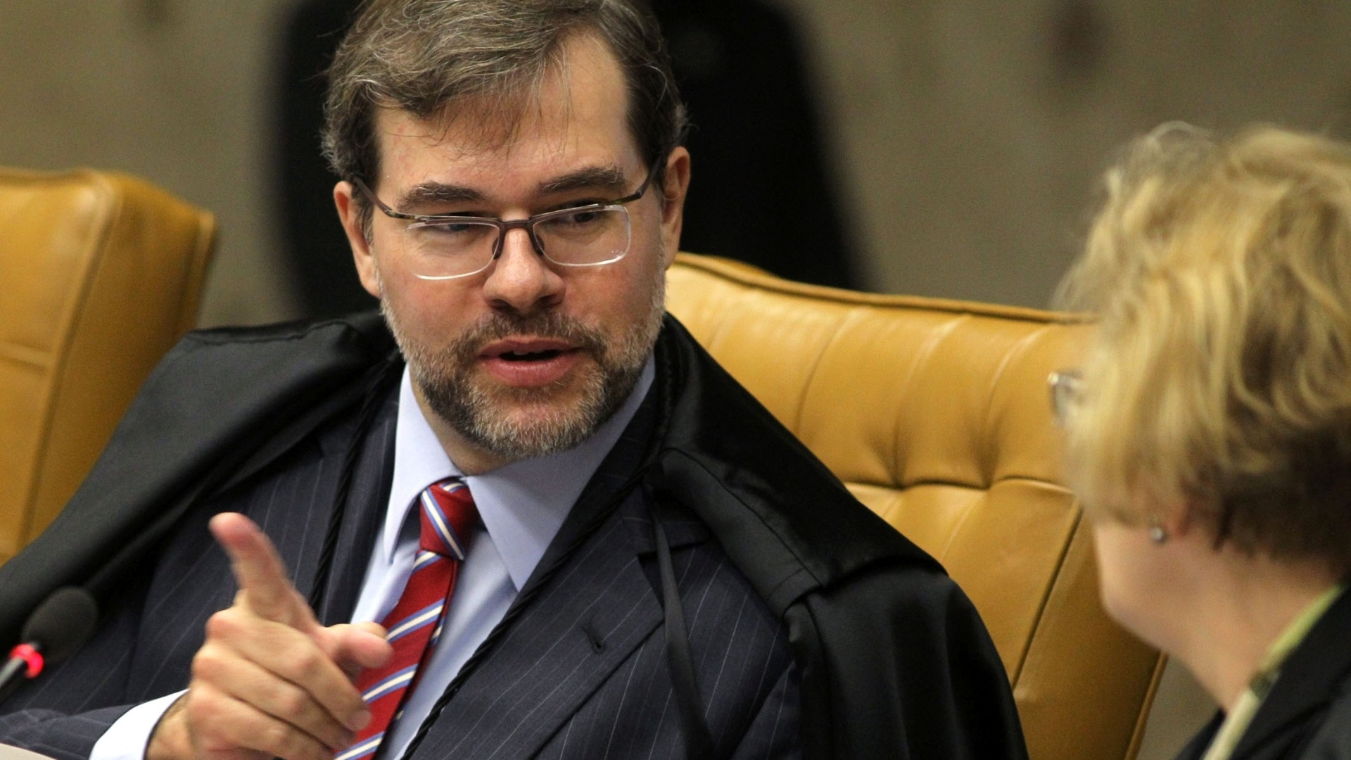 26.nov.2012 -  O ministro do STF Dias Toffoli acompanha sesso do julgamento do mensalo, em Braslia