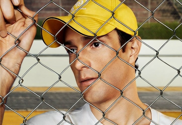 Nov.2012 - No ensaio fotográfico, Bruno Senna mostrou desenvoltura, apesar da timidez