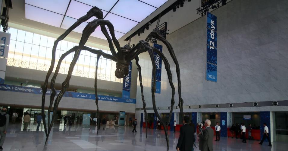 27.nov.2012 - Delegados de quase 200 países chegam nesta terça-feira (27) ao Centro de Convenções de Doha, capital do Catar, para o segundo dia de debates da COP 18, Cúpula das Nações Unidas sobre as Mudanças Climáticas, que ocorre até o próximo dia 7 de dezembro