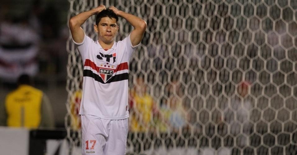 28.11.2012 - Osvaldo lamenta chance desperdiçada para o São Paulo na partida contra a Universidad Católica