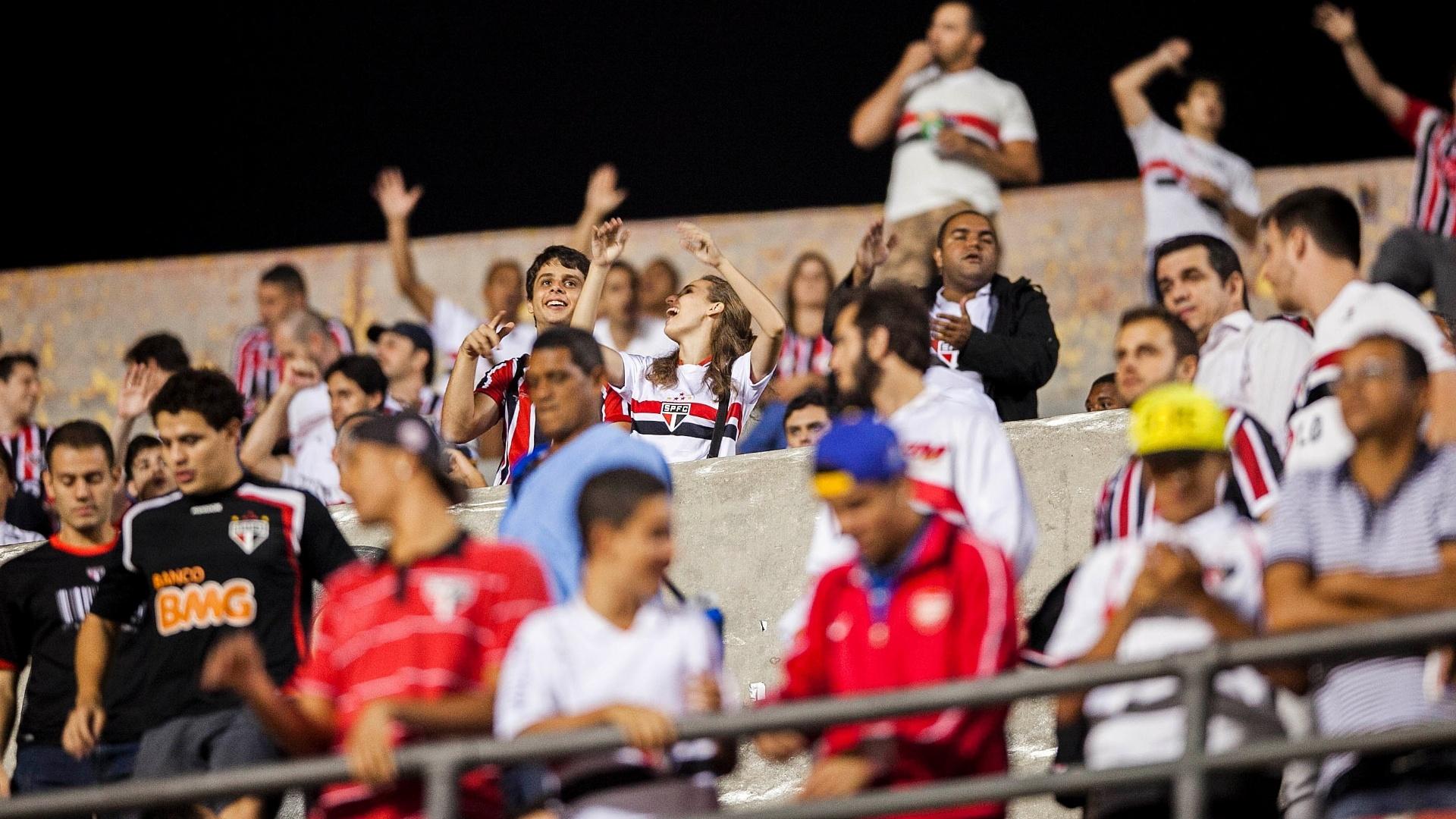 28.11.2012 - Torcida do São Paulo comparece em peso ao Morumbi para o duelo contra a Universidad Católica