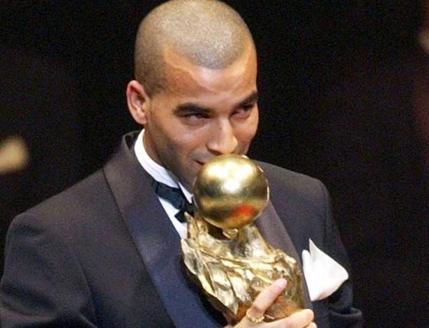 Emerson Sheik ganha prêmio de atleta mais valioso da Liga japonesa de 2003