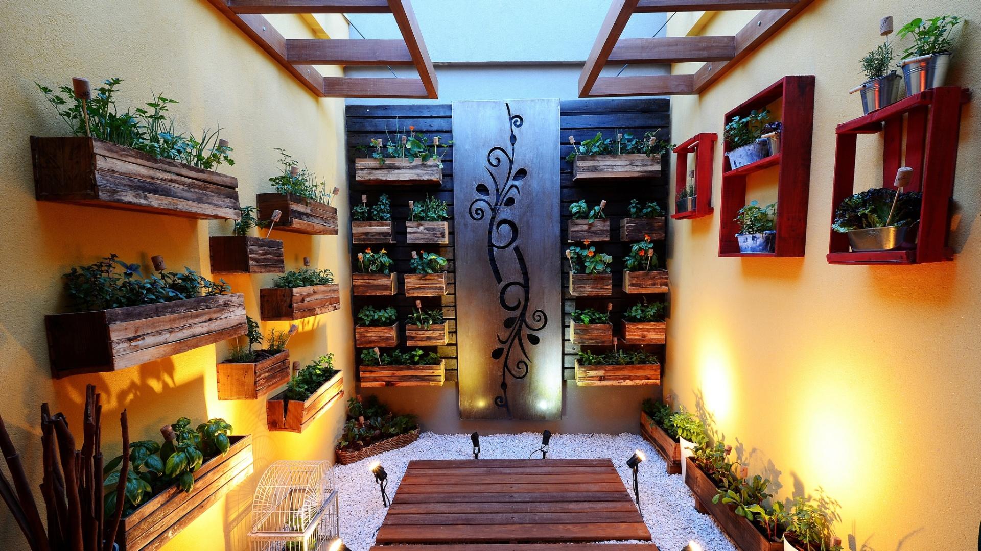 Veja espécies para cultivar e diversos tipos de hortas na varanda  #1C68AF 1920 1080
