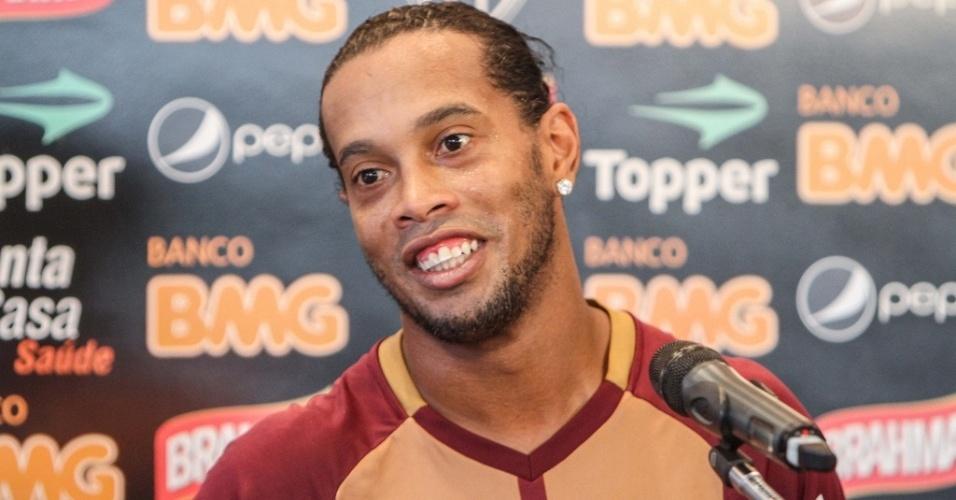 Ronaldinho Gaúcho, do Atlético-MG, revelou não ter recebido propostas de outros clubes brasileiros (28/11/2012)
