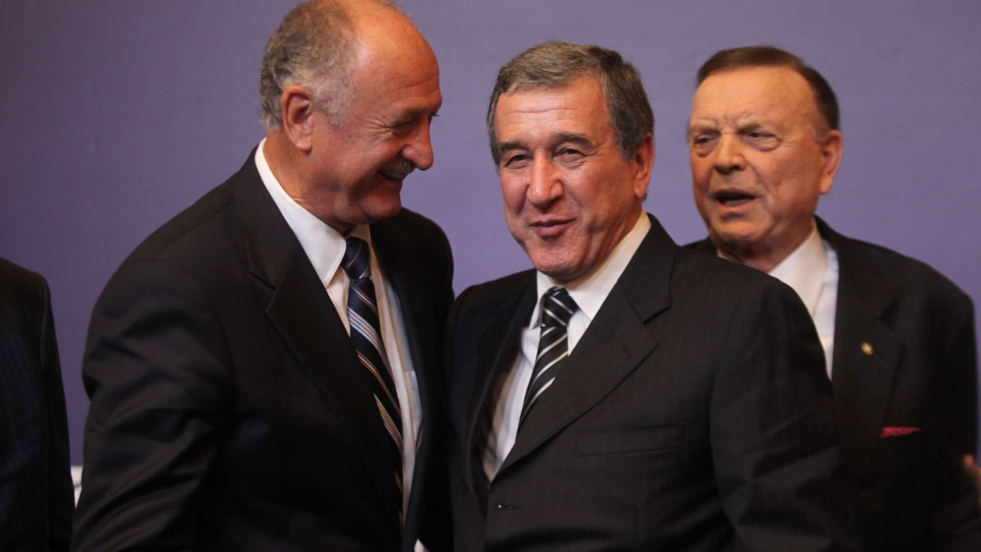 29.nov.2012 - Luiz Felipe Scolari, Carlos Alberto Parreira e Jos Maria Marin so vistos em momento descontrado durante coletiva da CBF no Rio de Janeiro