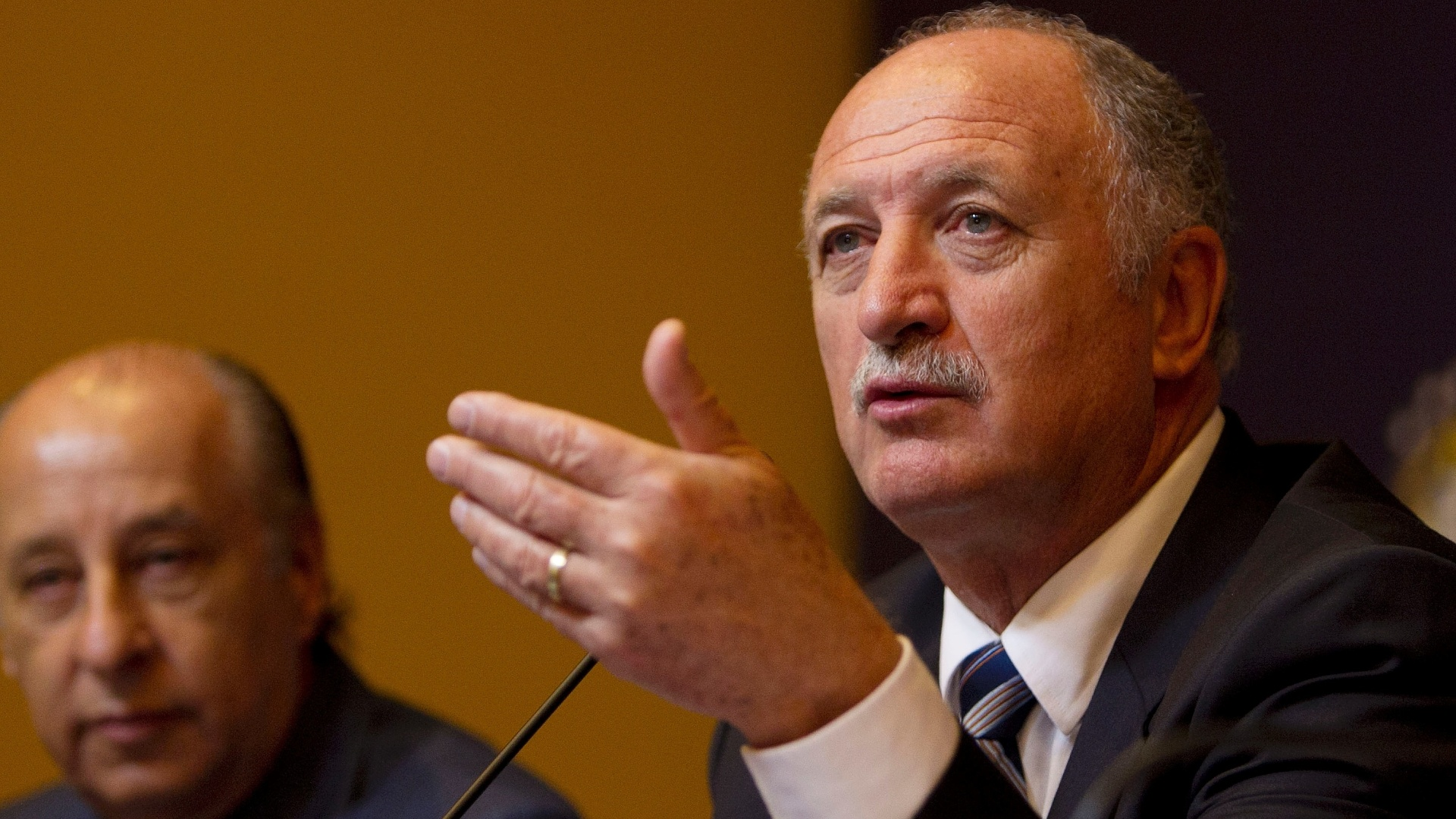 29.nov.2012 - Novo tcnico da seleo brasileira, Luiz Felipe Scolari discursa ao lado de Marco Polo Del Nero durante anncio no Rio de Janeiro