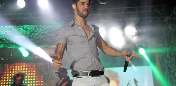 29.nov.2012 - Gusttavo Lima se apresenta no Villa Country, em São Paulo