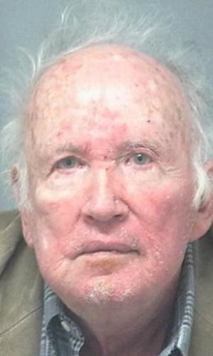 30.nov.2012 - Stanley Marsh 3, um milionário do petróleo, foi libertado em Amarillo, no Texas (EUA), depois de pagar fiança no valor de US$ 300 mil