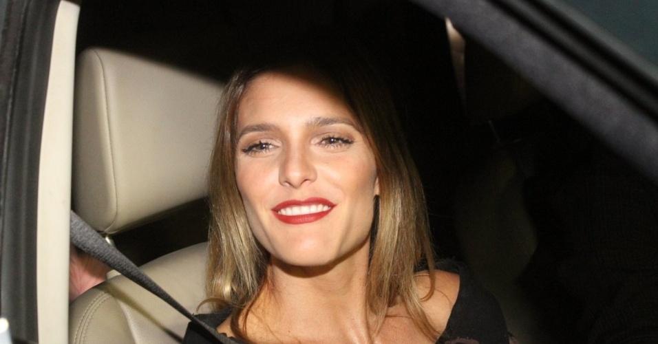 30.nov.2012 - Fernanda Lima chega no aniversário de 39 anos de Angélica na casa da apresentadora em São Conrado, Rio de Janeiro