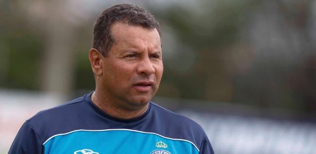 O técnico Celso Roth terá como primeiro desafio o clássico contra o rival Flamengo