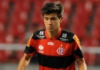 Flamengo encerra 'novela' e renova com filho de Bebeto por trs anos