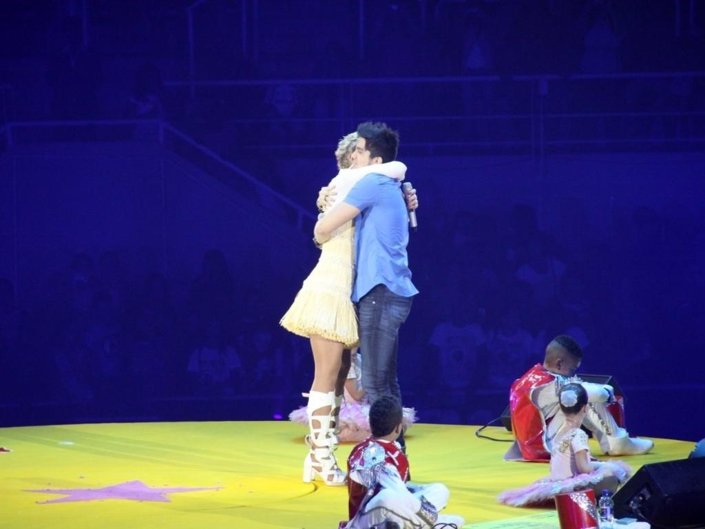 1.dez.2012 - O cantor Luan Santana se apresenta no show