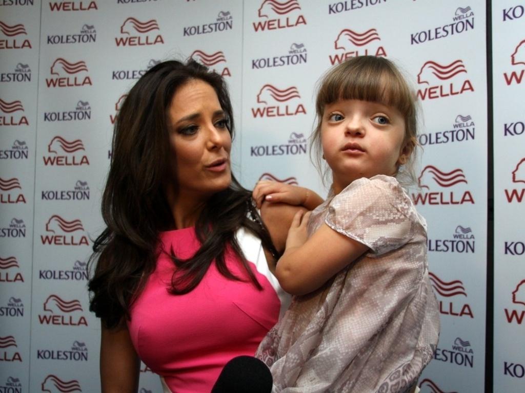 1.dez.2012 - Ticiane Pinheiro leva Rafaela Justus no show