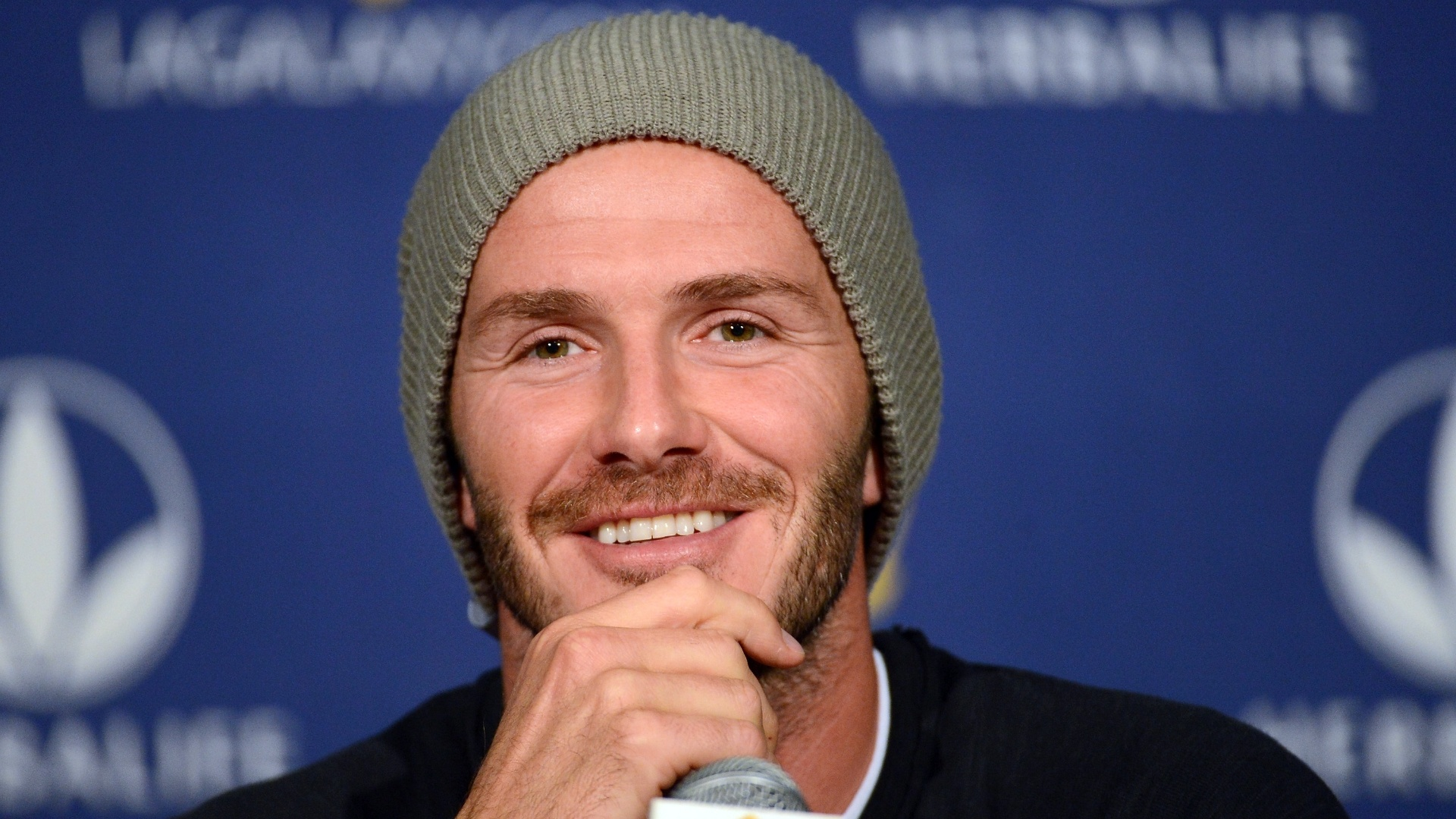 29.nov.2012 - David Beckham sorri durante coletiva do Los Angeles Galaxy, dos Estados Unidos
